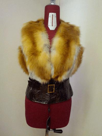 Меховой жилет Герда - мех лиса рыжая, цвет светло рыжий, лак,  длина 55см